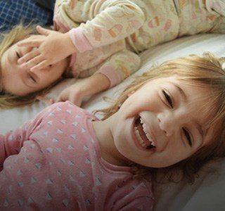 על אף התנגדות האם, נעתר בית המשפט לבקשתנו וקבע כי הסדרי השהייה של האב עם בתו התינוקת בת שנה יהיו עם לינה